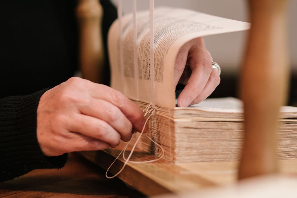 Couture-sur-rubans- reliure artisanale
